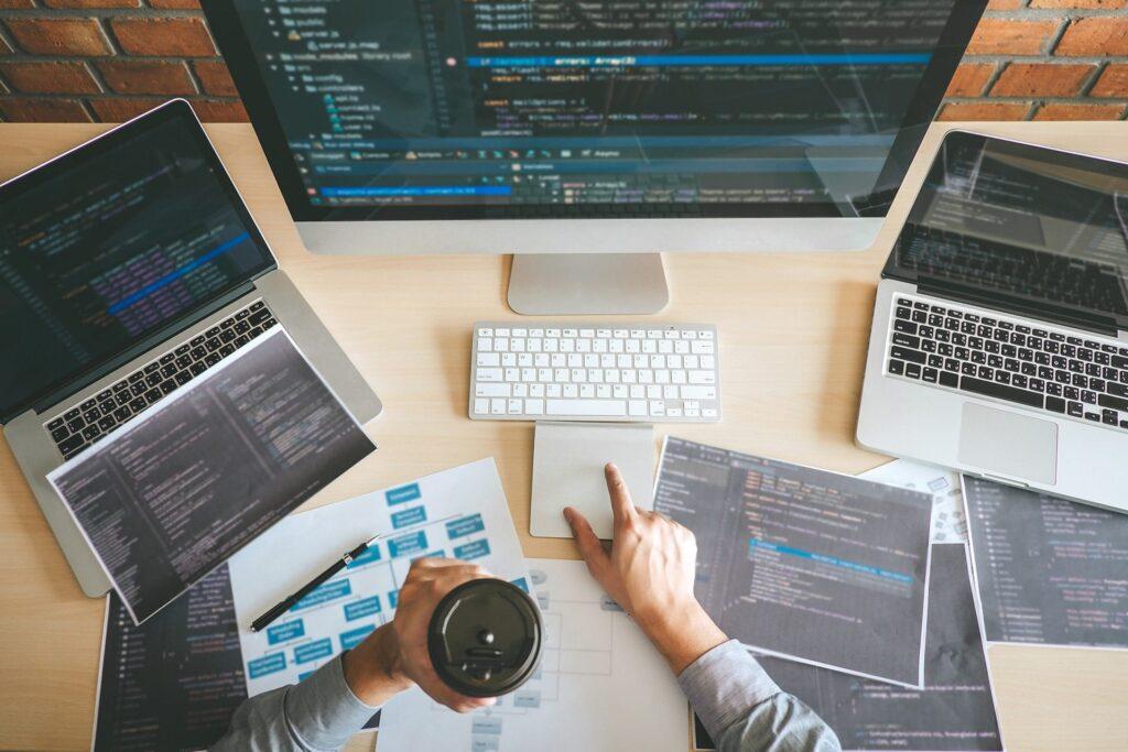 Notre équipe de codeurs travaillent d'arrache-pied pour produire des sites de qualité
